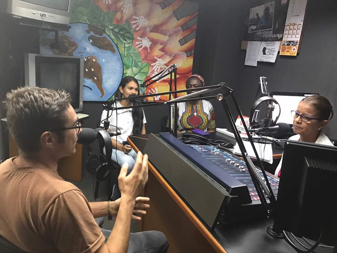 Damián López en una entrevista en una radio local de Maracaibo, Venezuela