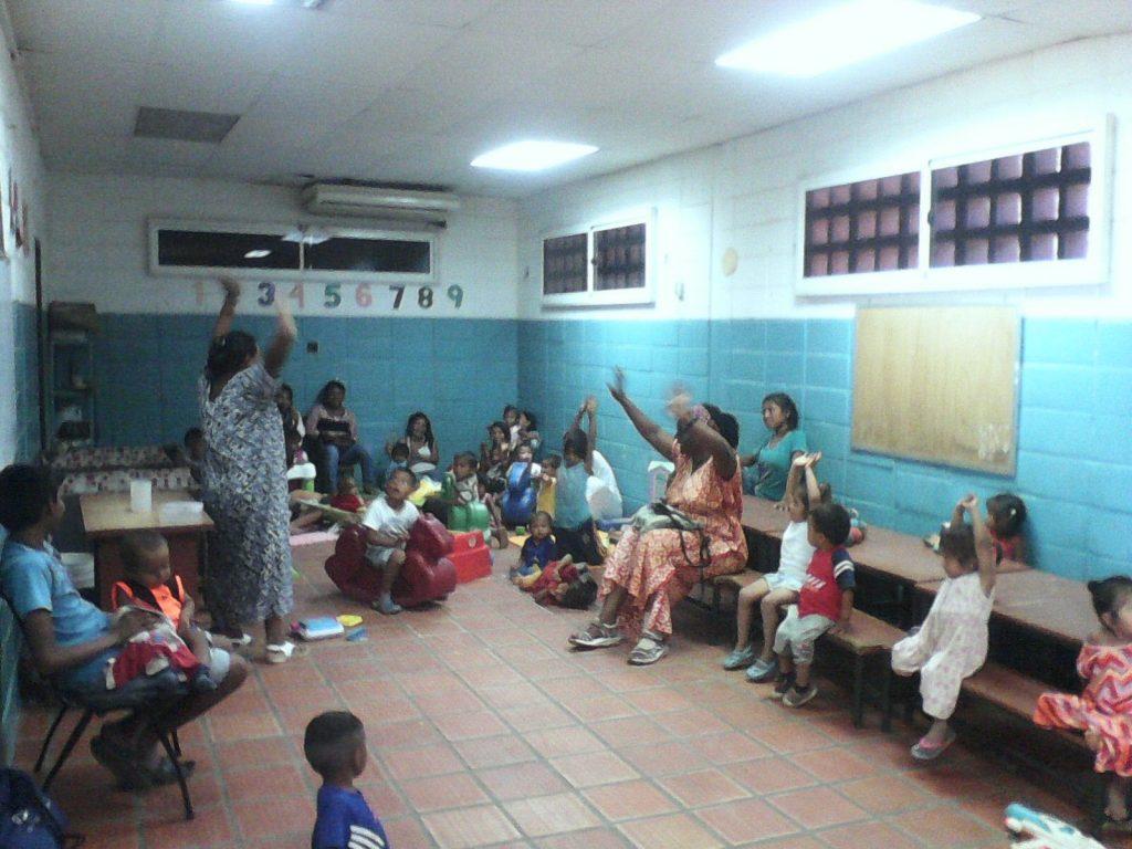 Niños y niñas aprendiendo en el CEPIN, Maracaibo, Venezuela